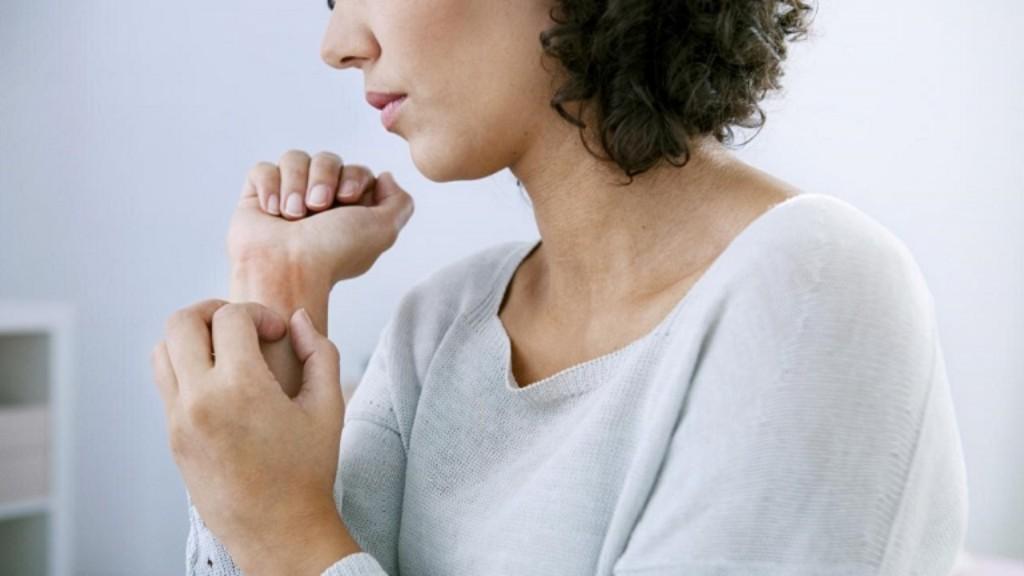 A hónalj felnőtteknél: fotó, tünetek és otthoni kezelés - Pattanás November