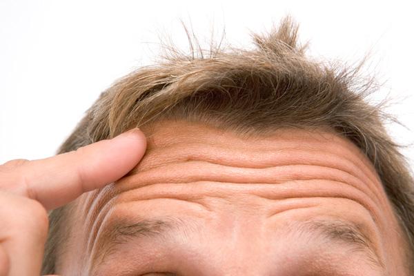 miért jelennek meg piros foltok a kezeken hogyan lehet meggyógyítani a pikkelysömör fején