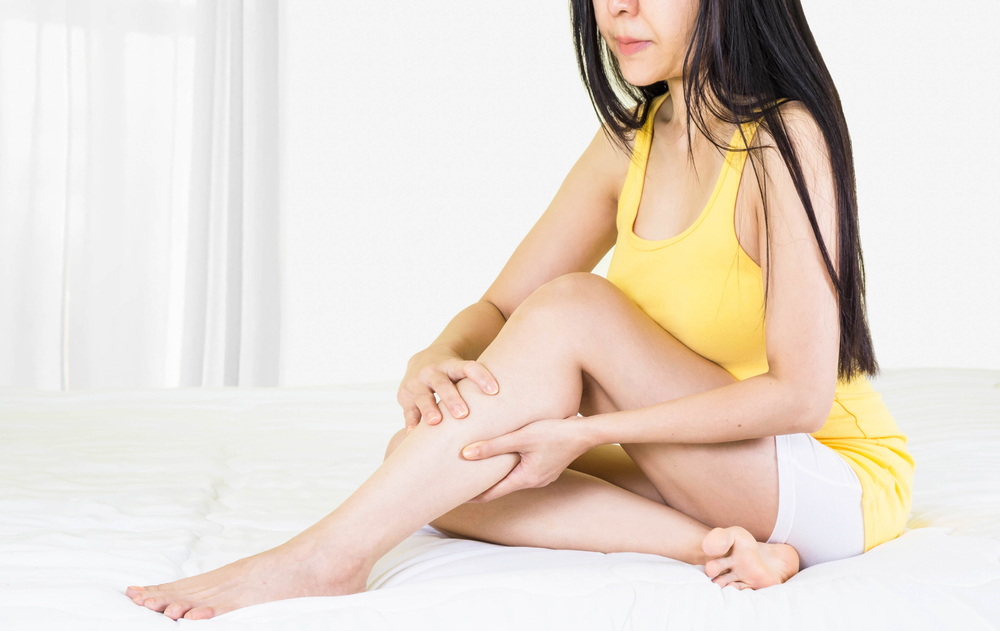 A visszeres lábakon lévő foltok barna színűek. A lábdagadás okai kétoldali lábdagadás esetén