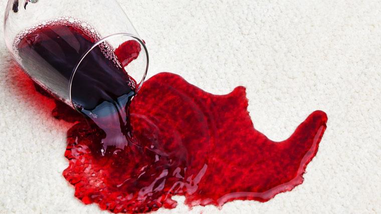 Íme 4 tuti tipp a vörösbor folt eltávolítására